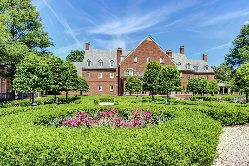 Founders Inn and Spa, Virginia Beach, is a great hotel for visitors to Regent University, especially during graduation or commencement ceremonies.