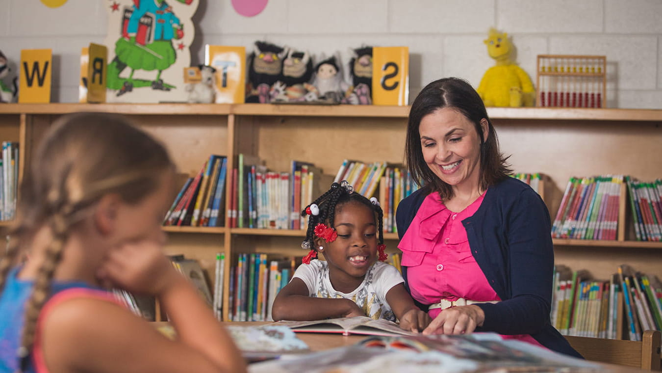 Qualities of effective teachers include leading by example and encouraging students.