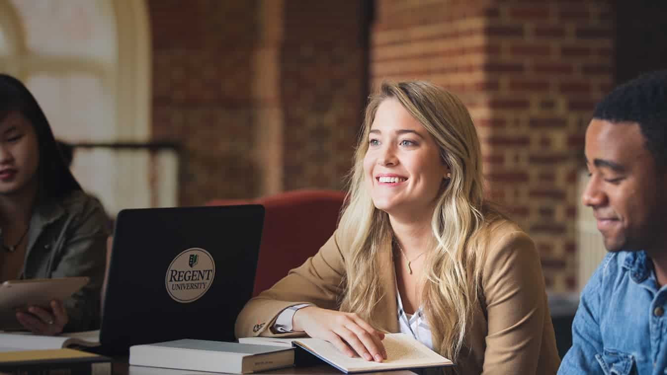 Graduates at the library: Pursue a Doctor of Strategic Leadership – Individualized degree program at Regent University.