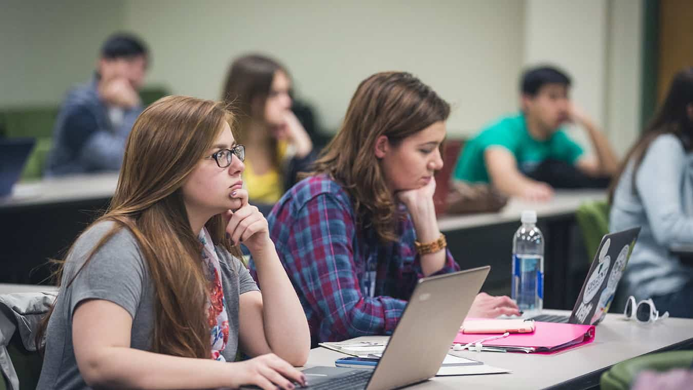 Students in a classroom: Pursue the Associate of Science in Psychology degree at Regent University.